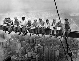 dejeuner en haut d_un gratte-ciel